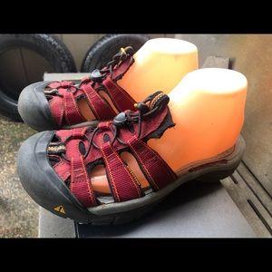Keen Women's Red Waterproof Slide On Sandals SZ. 9
